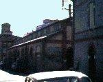 Vue de la Halle en 1970, prise depuis la rue du Père Colombier.